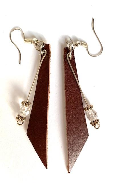 Lange Ohrringe aus Leder Bild