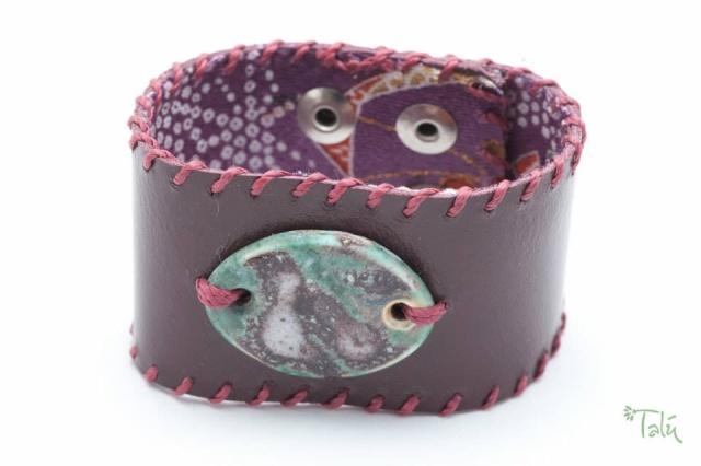 Breites Armband, gefüttert, mit Porzellanmedaillon. Verschluss: Druckknöpfe Bild