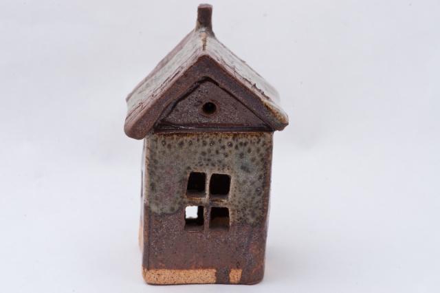 Kleines Haus aus Ton Bild